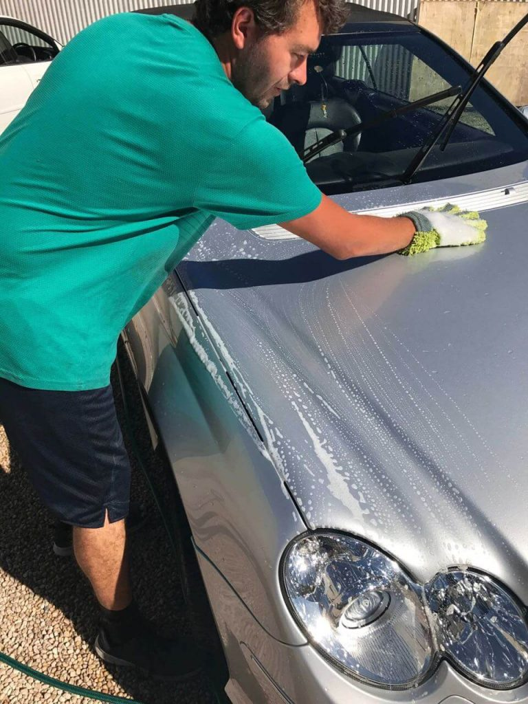 The car washing glove allows the hand to follow the contours of the car whilst washing