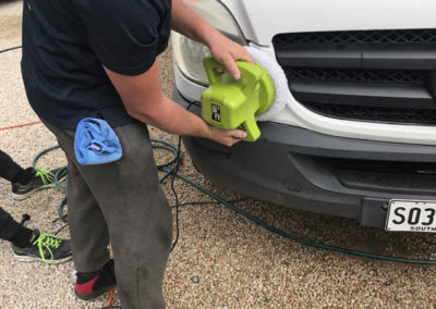 Particular care is given to thoroughly ceasing the edges of the headlight